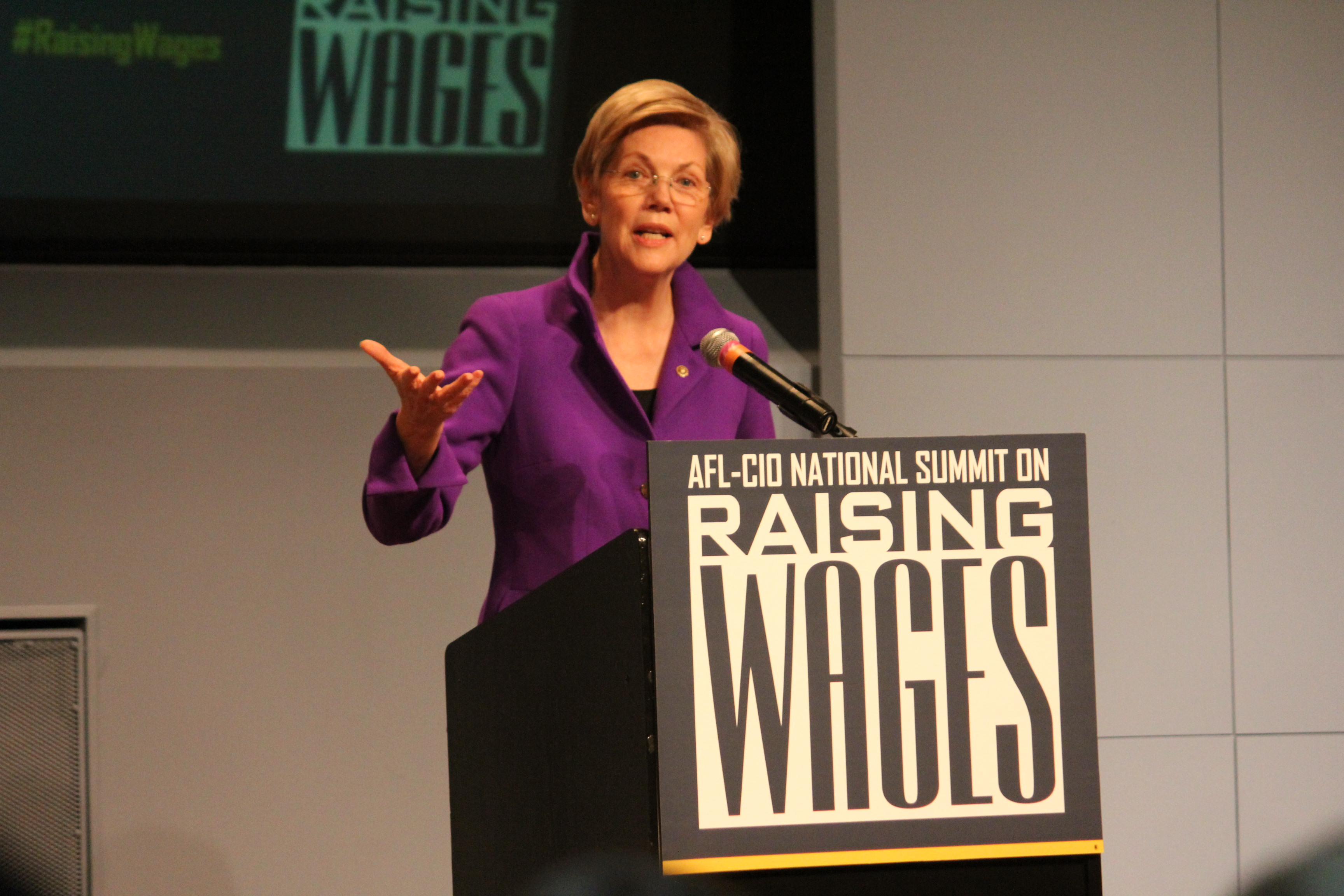 Elizabeth Warren to Education Department: Protect Student Loan Borrowers