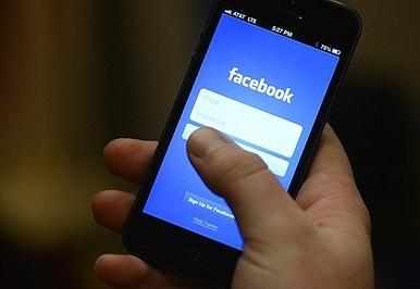 Facebook at Work: The LinkedIn Killer?
