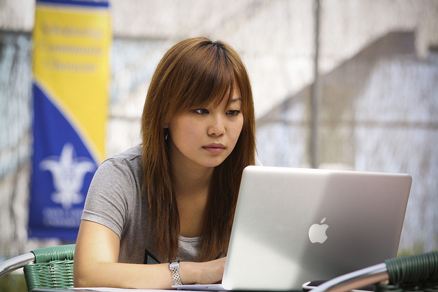 Should You Apply to College? 5 Things to Consider